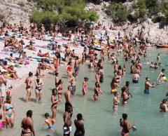 Calanques, Porquerolles… Ces sites qui limitent le tourisme de masse