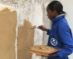 Les Bâtisseuses forment les réfugiées à la construction écologique