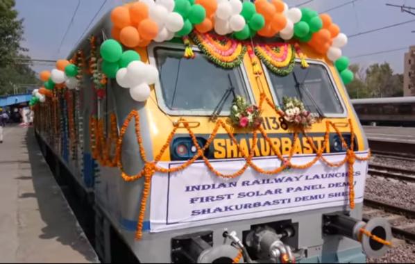 Le réseau ferré indien – 23 millions d'usagers par jour – inaugure un train solaire