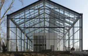 Dans cette maison-serre, un architecte et sa famille vivent en autonomie