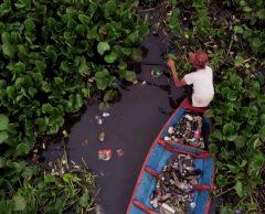 """""""La pollution du fleuve se constate à l'oeil nu, il change de couleur à chaque kilomètre"""""""
