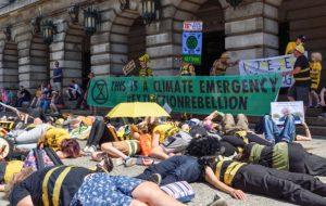 Extinction Rebellion : les actions non violentes ont deux fois plus de chances de réussir
