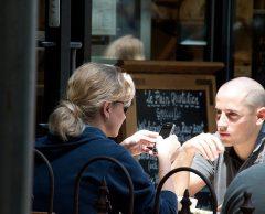 Ces bars et restos qui partent en croisade anti-smartphone