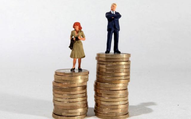 Dès 15h35, les femmes travaillent gratuitement jusqu'à la fin de l'année