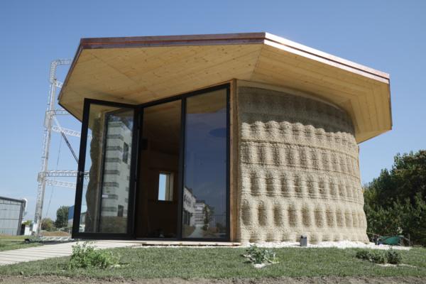 Voici la première maison terre-paille imprimée en 3D