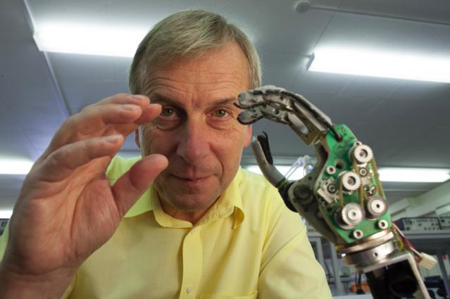 Body hackers : ils s'implantent puces, capteurs ou caméras dans le corps