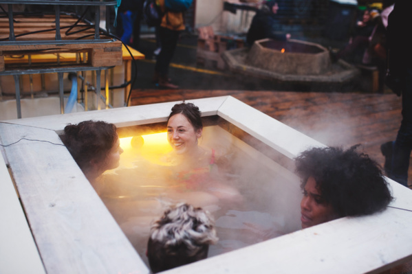 Insolite : cette asso installe des bains chauds au coeur des villes