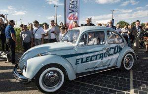 Ces garagistes veulent convertir votre vieille voiture essence à l'électrique