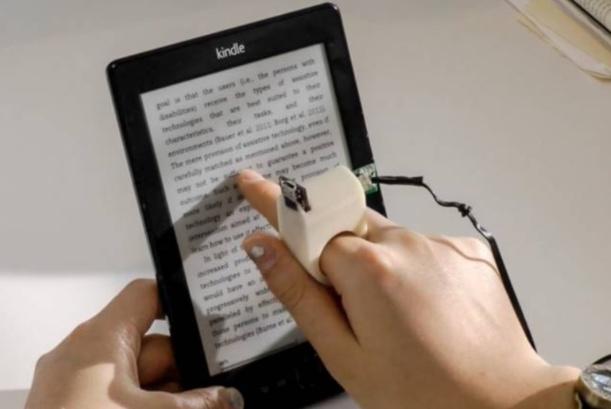 FingerRead, la bague qui permet aux non-voyants de lire