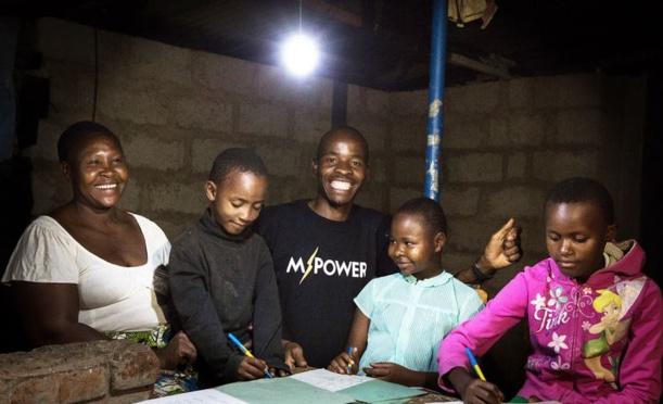 En Tanzanie, un million de maisons vont passer de la bougie au solaire