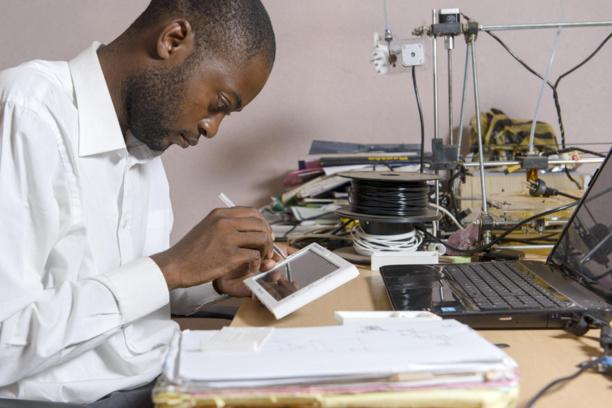 Pas assez de cardiologues en Afrique ? Il invente la tablette qui ausculte à distance