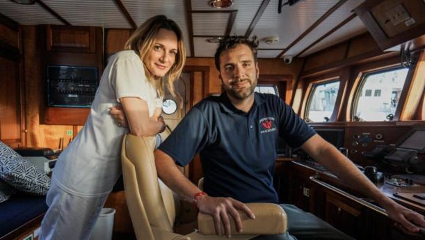 En Méditerranée, un couple de millionnaires au secours des migrants