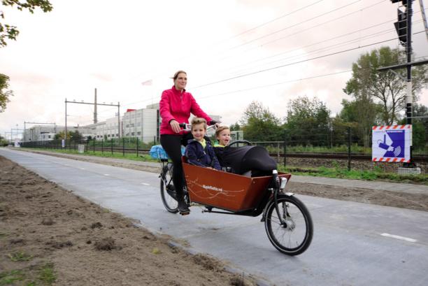 À Amsterdam, on roule sur des panneaux solaires