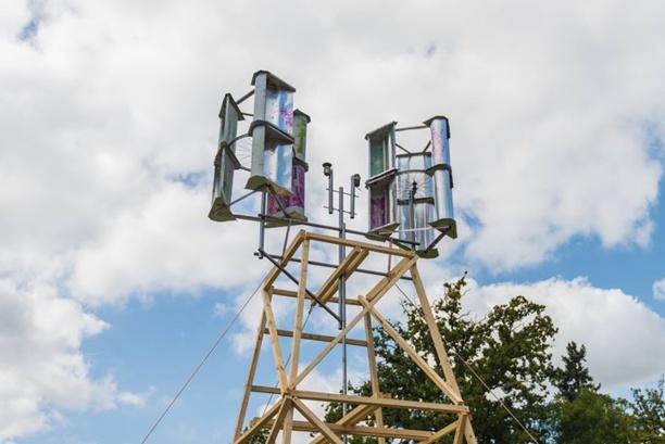 À la POC21, il développe une éolienne en kit à trente euros