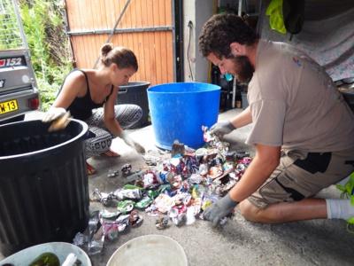 Il marche 1 000 km à travers la France et ramasse plus de 800 kilos de déchets