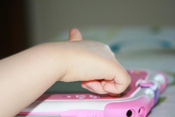 Un sénateur songe à une limitation des publicités de tablettes pour bébés