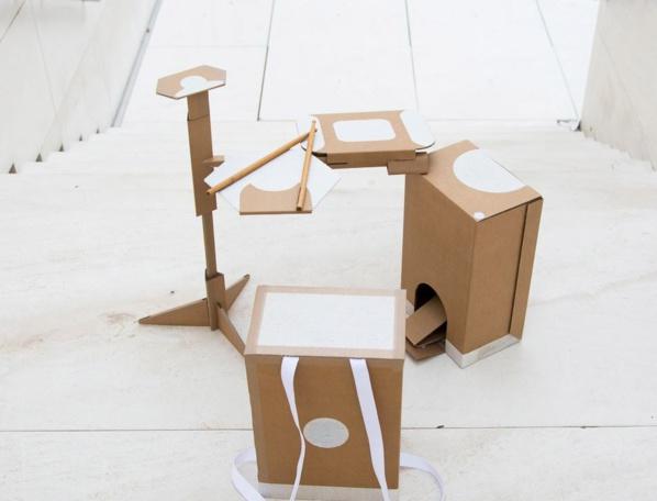 Jouer de la musique avec du carton, c'est possible : voici la batterie 100 % recyclable