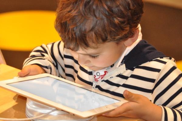 Alerte sur les dangers des radiofréquences pour les enfants