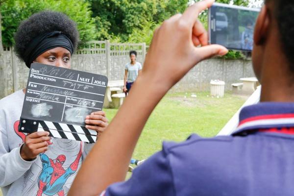 Cet été, YouTube va dans les quartiers pour apprendre aux jeunes à se raconter en vidéo