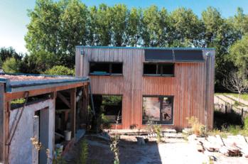 Moins cher, plus écolo et convivial... Ils ont bâti leur maison en mode participatif