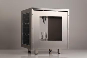 Aux Pays-Bas, cette machine produit de l'eau potable grâce à l'air et au soleil