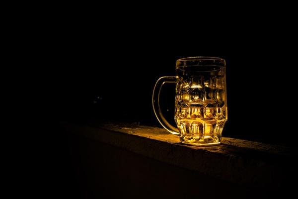Belgique : des scientifiques transforment 1 000 litres d'urine en bière et en engrais