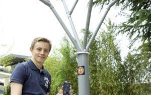 Il a fabriqué un arbre à vent pour recharger son portable