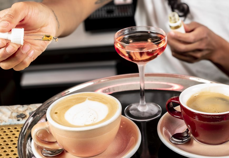 Une goutte d'huile de CBD dosé à 20 %... pour un petit déjéuner relaxant au café Bisous, Paris 10e.