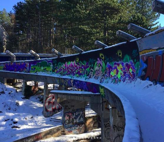 Ces pistes de bobsleigh sont une relique des jeux olympiques de Sarajevo, en 1984.