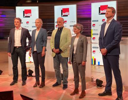 Les cinq candidats à la primaire écologiste lors du premier débat public, organisé sur France Inter, France et Le Monde.