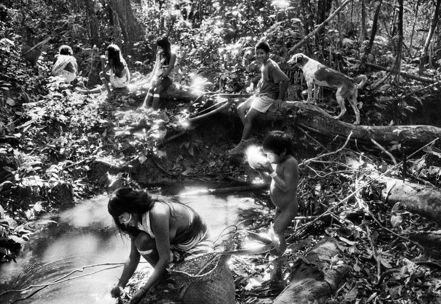 Indiens Marubo, Vallée de Javari, État d'Amazonas, en Amazonie Brésilienne, 1998 © Sebastião Salgado
