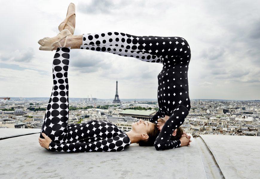 Ce hors-série Grand Paris part à la découverte des oeuvres de JR. Ici, des danseurs sur le toit de l'Opéra Garnier.
