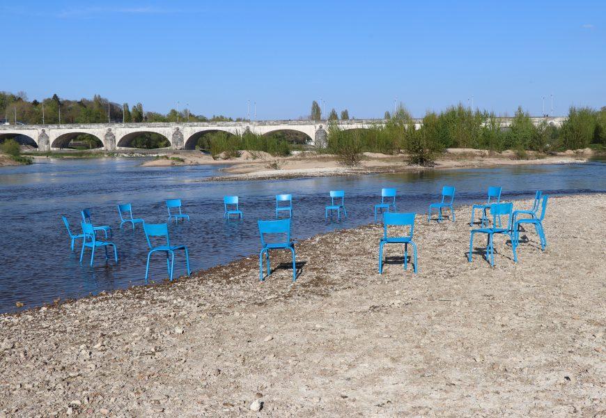 L'Assemblée immatérielle, installation de Zazü sur les bords de Loire en 2009, au festival Mode d'emploi sur l'île Simon, à Tours.