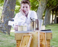 À 13 ans, il construit sa propre ruche