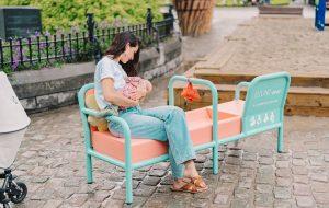 La Belgique installe le premier banc d'allaitement public