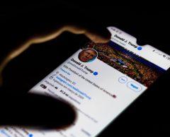 """Invasion du Capitole : Trump réduit au """"silence réseaux"""""""