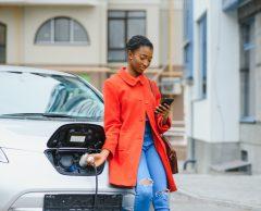 5 chiffres pour comprendre l'accélération éclair des voitures électriques