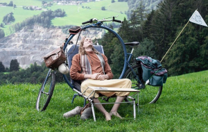 Voici le camping-bike, un vélo qui se transforme en lit ou en bureau
